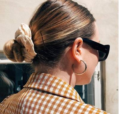 """E PËRDORNIM KUR FLINIM/ Ky aksesor është tani trendi më """"IN"""" për flokët  (FOTO)"""