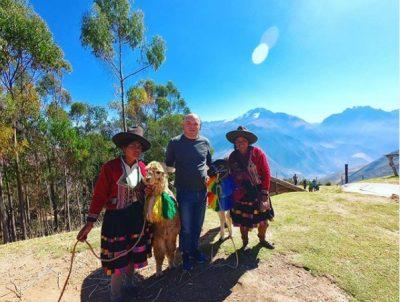 """""""SHQIPËRIA ZIEN""""/ Fevziu thyen zemrat e shqiptarëve, """"arratiset"""" dhe ngre flamurin shqiptar në Machu Picchu (FOTO)"""