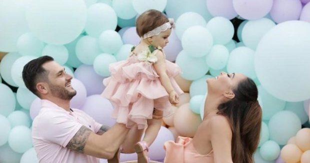 DUHET TA SHIHNI/ Besi postoi videon më të ëmbël me Ajkën por përshkrimi do t'ju shkrijë së qeshuri