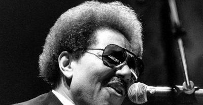 """ARTI NË ZI/ Shuhet në moshën 81 vjeçare ikona e muzikës """"blues""""  (FOTO)"""