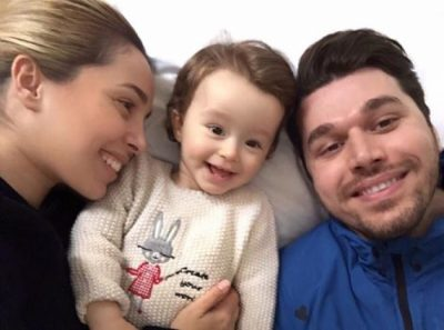 AMELI NJË KUKULL E VËRTETË/ Vajza e Miriam dhe Alban lë gojëhapur VIP-at  (FOTO)