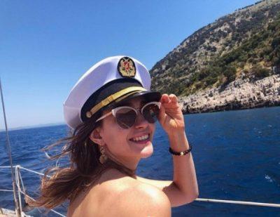 """NJË MARINARE SEKSI/ Eva Murati ndan me fansat e saj foton e """"nxehtë"""" me bikini"""