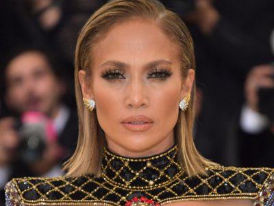 FRYMËZON EDHE PAS DY DEKADASH/ Ja fustani ikonik i Jennifer Lopez  (FOTO)