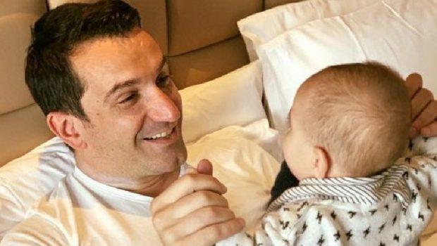 """KAJAN MBUSH 10 MUAJ/ Erion Veliaj ndan momentin e ëmbël """"babë e bir"""" (FOTO)"""