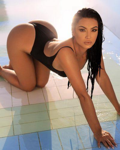 JURISTJA SHQIPTARE NJË BOMBË E VËRTETË/ Rrobat e banjës i tregojnë më shumë seç duhet (FOTO)