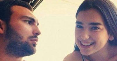 """""""TA HA ZEMRËN""""/ Momenti që ju humbi: Ledri Vula i shpreh dashurinë Dua Lipës në 'Sunny Hill Festival'"""