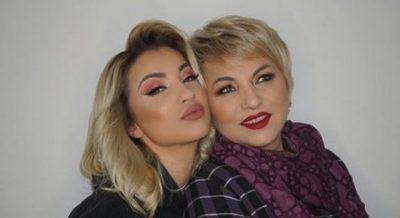 """""""JETOFSH PËRGJITHMONË…""""/ Roza Lati i kushton të ëmës fjalët më prekëse për """"25"""" vjetorin e saj"""