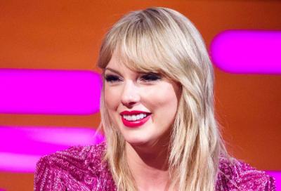 """ËSHTË FEJUAR? Taylor Swift kapet """"MAT"""" me këtë detaj dhe rrjeti po """"zien""""  (FOTO)"""