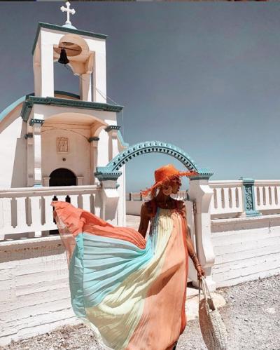 TRENDI I VERËS! Blogeret shqiptare na treguan se çfarë nuk duhet ti mungojë garderobës sonë (FOTO)