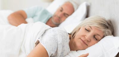NË VARËSI TË MOSHËS/ Ja sa orë gjumë duhet të flejë në ditë  një person