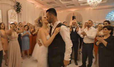 U MARTUA PAK DITË MË PARË/ Erik Lloshi i dedikon këngë gruas (VIDEO)