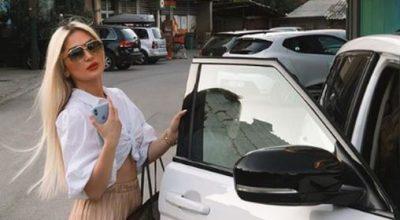 NËN SHOQËRINË E NJËRI-TJETRIT/ Këngëtarja Engjëllushe Salihu fotografohet pranë grimierit të Kardashian-ve