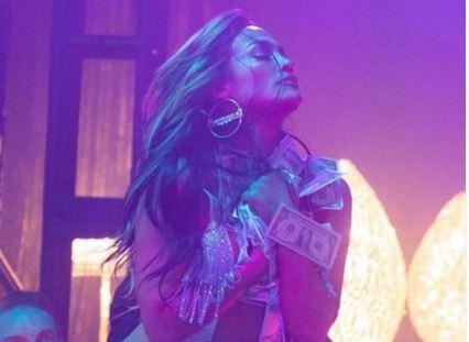 """""""E MARTUAR ME PARATË""""/ Jennifer Lopez poston fotot sensual në rolin e një p*ostitute"""