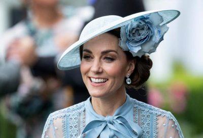 """E THEU RREGULLIN/  Kate Middleton vesh pantallona të shkurta dhe rrjeti po """"çmendet"""" (FOTO)"""