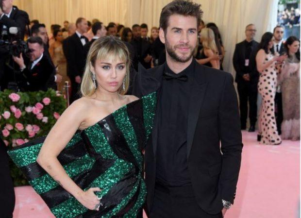 """""""E DUA DHE DO VAZHDOJ TA DUA""""/ Miley e lënduar flet për herë të parë pas vendimit të Liam për divorc (FOTO)"""
