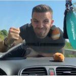"""""""MBAJE SE…""""/ Olsi Bykyku imiton skenën me Mihal Kokëdhimën. Do qeshni me lot (VIDEO)"""