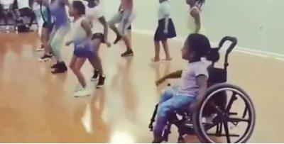 VIDEO MOTIVUESE/ 10 vjeçarja në karrocë me rrota e shijon jetën në maksimum