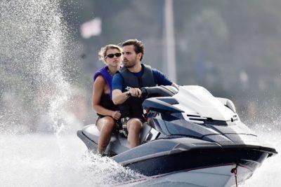 DITËLINDJA E KYLIET VAZHDON/ Scott dhe Sofia po bëjnë më shumë qejf se të gjithë (FOTO)