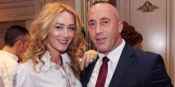MË NË FORMË SE KURRË/ Anita Haradinaj shfaqet e veshur me bikinit seksi në jug të Shqipërisë (FOTO)