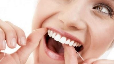MËSOJENI TANI/ Ja nga çfarë rrezikohen personat që vuajnë nga sëmundja e mishrave të dhëmbëve