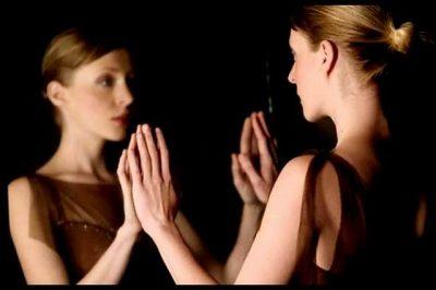 """""""DUA TË DISH SA KRENARE JAM PËR TY""""/ Letra prekëse e një vajze drejtuar vetes"""