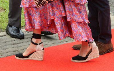 Këpucë ortopedike apo taka për t'u dukur elegante? Ja çfarë thonë specialistët