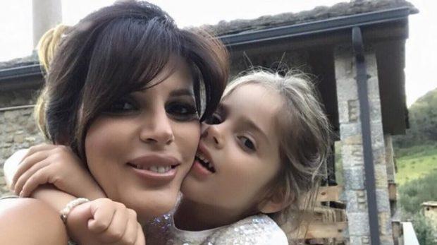 MAMIT APO BABIT? Sonila Meço zbulon kujt i ngjan vajza e saj Amaris