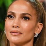 PAS KRITIKAVE PËR FILMIN E RI/ Jennifer Lopez ia plas të qarës në mes të emisionit