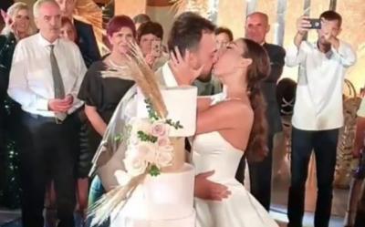 SA BUKUR/ Momenti i prerjes së tortës në dasmën e Jonidës dhe Besnikut (VIDEO)