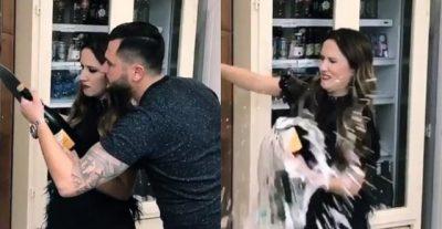 VIDEO QË DO T'JU SHKRIJË SË QESHURI/ Po përpiqej të hapte shishen e shampanjës, Arbana përfundon duke e thyer