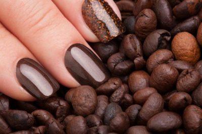 GJETJE FANTASTIKE/ Ky manikyr ka aromë kafeje dhe ndryshon ngjyrë sipas humorit tuaj