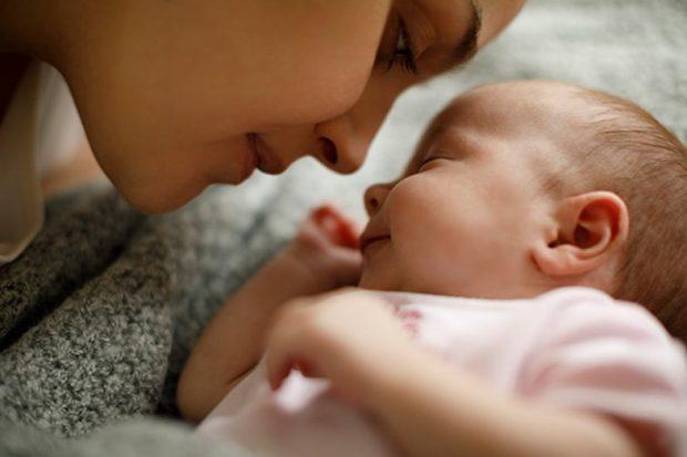 """LETRA PREKËSE/ """"Ja çfarë ndodhi me mua kur u bëra nënë për herë të parë"""""""