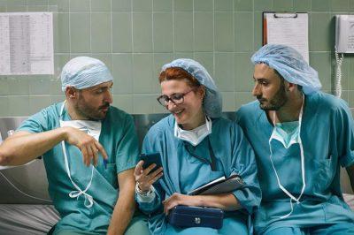 E PABESUESHME/ 15 infermierë tregojnë gjërat më të çmendura që u kanë parë sytë