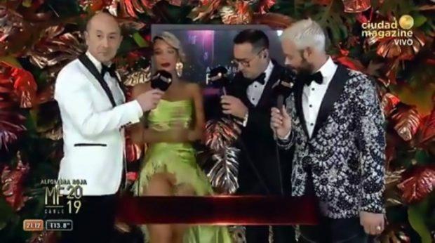 GAZETARËT E NXJERRIN PREZANTUESEN SEKSI ZBULUAR/ I tërheqin fustanin gjatë intervistës dhe i dalin të gjitha