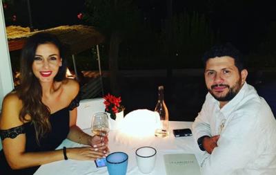 """""""VEÇ NE KISHIM NGELUR PA ARDHUR""""/ Ami dhe Ermali darkë romantike jashtë vendit (FOTO)"""