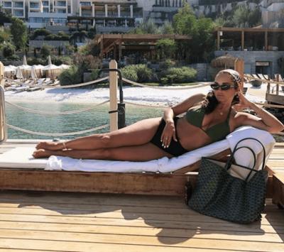 SUPER SEKSI/ Motra e Rita Orës duket më tërheqëse se kurrë me bikini (FOTO)
