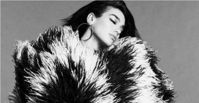 """SUKSESI VAZHDON/ Këngëtarja e famshme Dua Lipa pozon për """"Vogue Spain"""""""