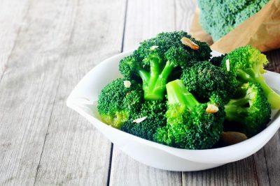 MOS E HIQNI NGA TRYEZA/ Ja si ndikon brokoli në shëndetin mendor