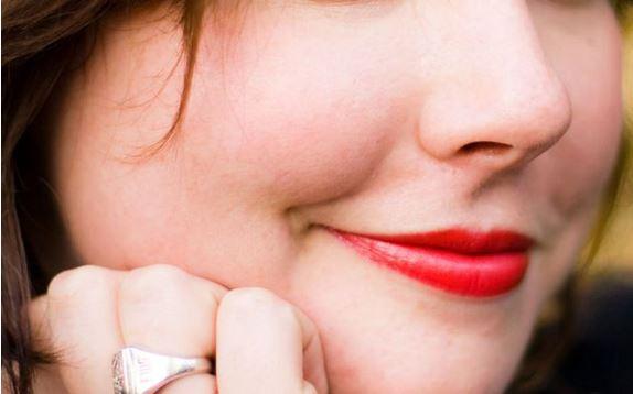 DUHET TA DINI/ Ç'është 'buzëqeshja e depresionit'?