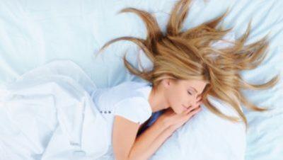 DONI TË HUMBISNI PESHË? Ja 5 gjëra që mund të bëni para se të flini