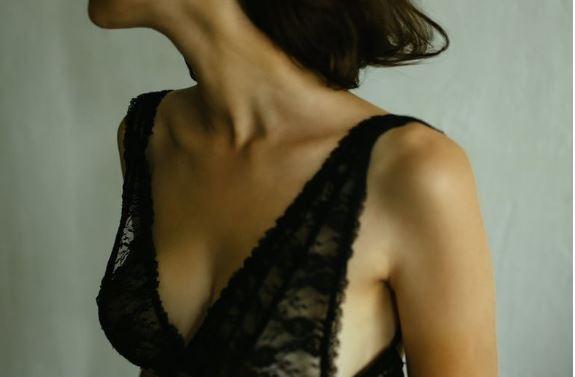 STUDIMI E THOTË/ Implantet e gjirit shkaktojnë kancer! Kërkohet heqja e menjëhershme nga tregu