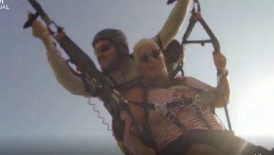 """""""TË SHOHËSH VDEKJEN ME SY""""/ rishet parashuta, turistja daneze përfundon në det"""