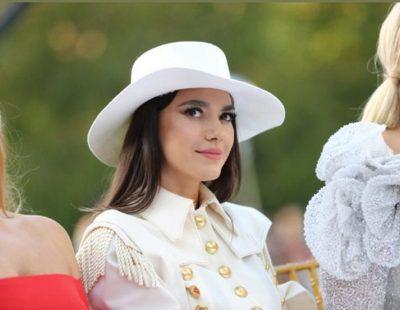 """NUK NA KISHTE VAJTUR MENDJA/ Çfarë mendonte Elvana Gjata kur u shkrep kjo foto, nuk kishte asnjë lidhje me """"Class Fashion Show"""""""