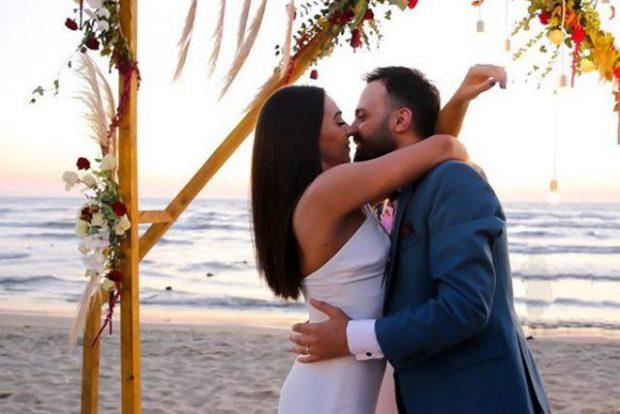 DO TË QESHNI ME LOT/ Publikohet klipi i dasmës së Jonida Vokshit dhe Besnik Krapit (VIDEO)