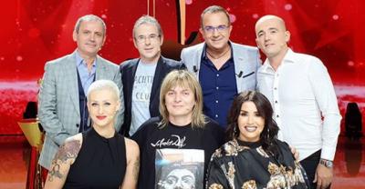 """QEJF PARA """"KËNGËS MAGJIKE""""/ Ardit Gjebrea feston me anëtarët e jurisë"""