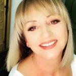 XHIRO ME MBESËN DHE TË SHOQIN/ Mariana Kondi iu bën dedikimin më të bukur