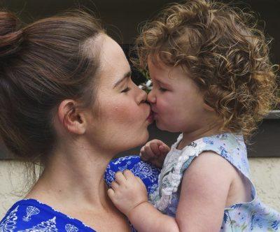 EKSPERTËT E THONË/ Pse fëmijët mund të bëhen rebelë me nënat e tyre dhe ëngjëj me të tjerët? Mësojeni tani