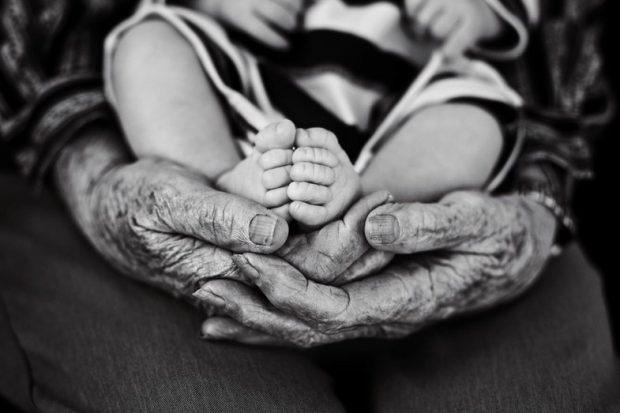 NJË MREKULLI/ Gruaja 67-vjeçare ngel shtatzënë në mënyrë natyrale, sjell në jetë një vajzë