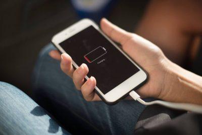 DUHET TI DINI/ Ja 6 arsye pse nuk keni kurrë mjaftueshëm bateri në telefon