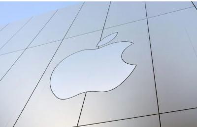 """""""MOS GJYKO PA PROVUAR""""/ Burri padit Apple sepse """"e ktheu në gay"""": iPhone më dërgoi gabimisht…"""